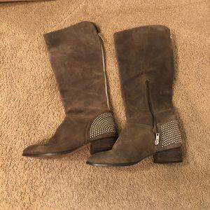 Ivanka trump boots.